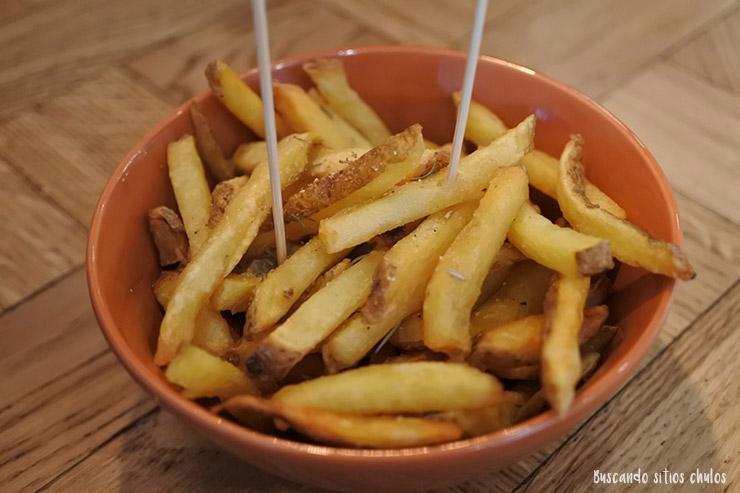 Patatas fritas con romero de BRO Room en Barcelona