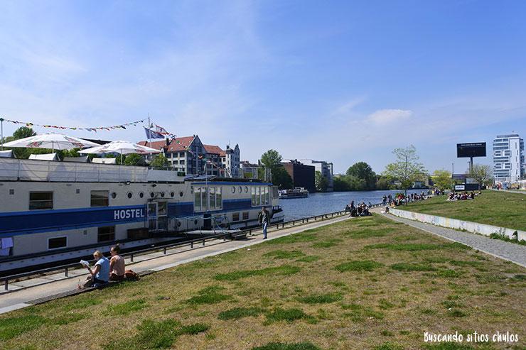 Diversión en la orilla del río Spree
