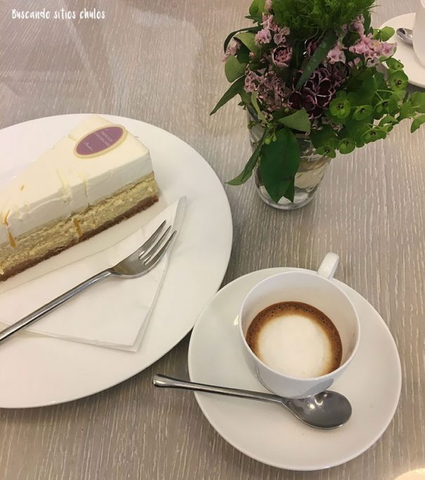 Café y New York Cheesecake