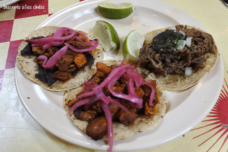 Tacos de pollo yucateco y barbacoa