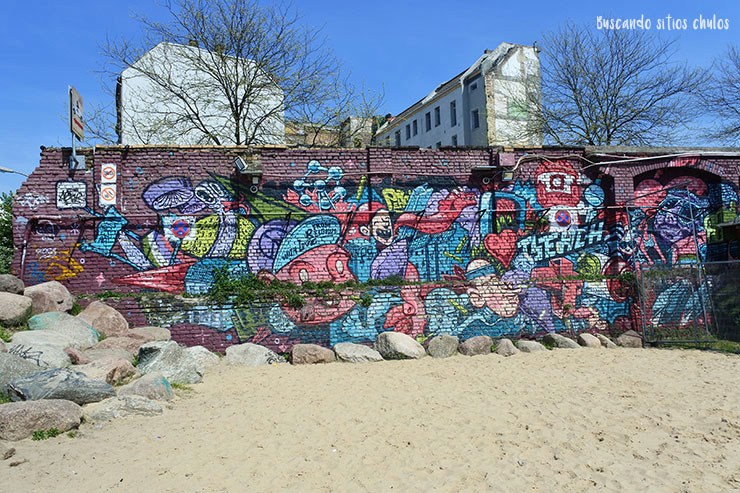 Pared con graffiti en Raw Tempel