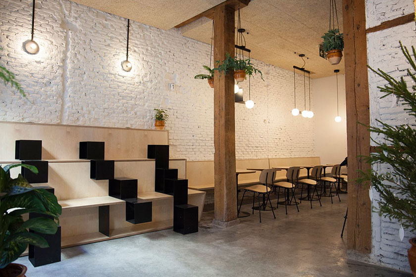 Interior de Misión Café en Madrid