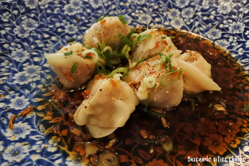 Dumplings de pollo y langostinos en Sushita Café