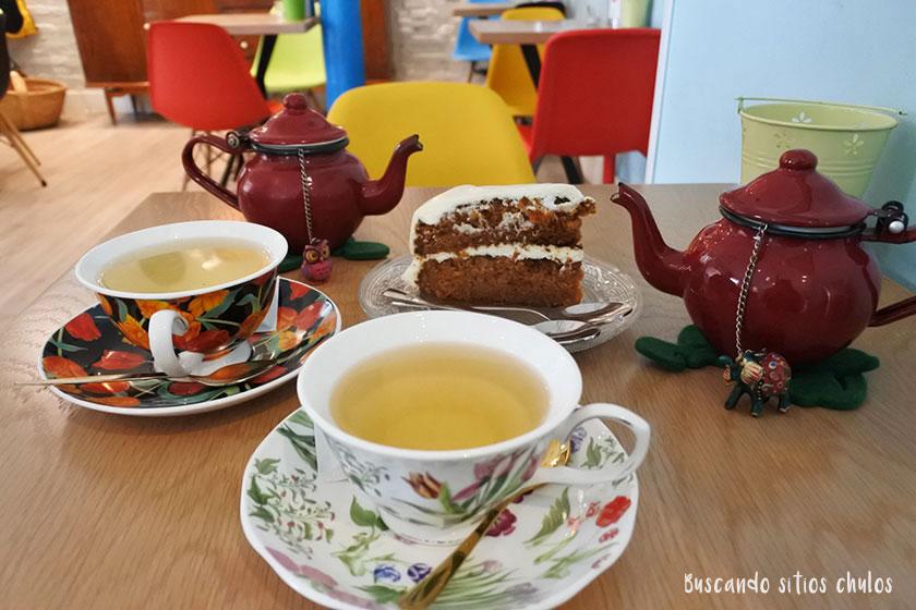Té y tarta de zanahoria en Blú Café