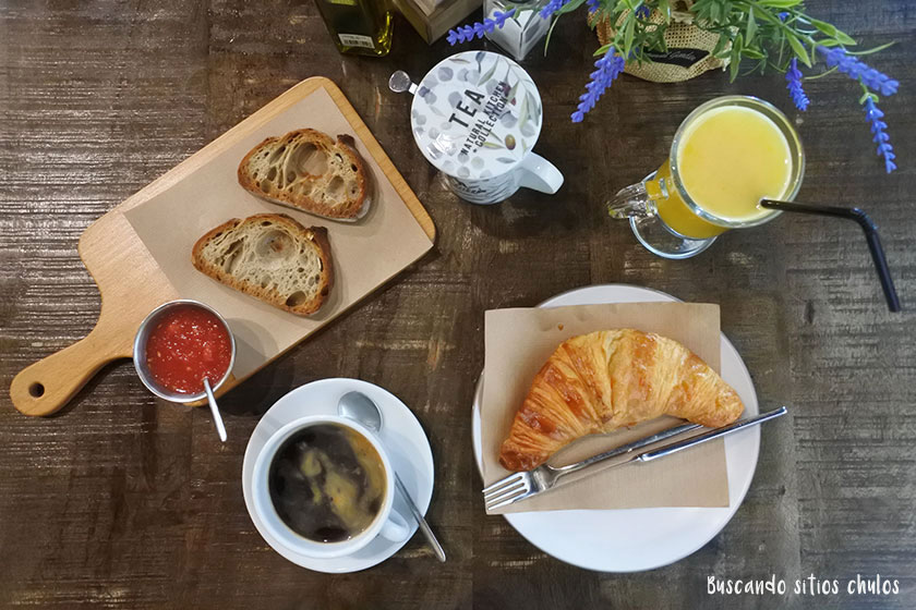 Desayuno en pastelería Nuezcafé Valencia