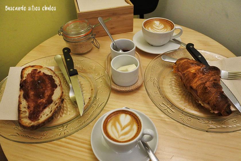 Desayuno en Aroma and Bread