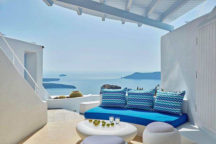 Terraza con vistas al mar en el hotel Astra Suites Santorini