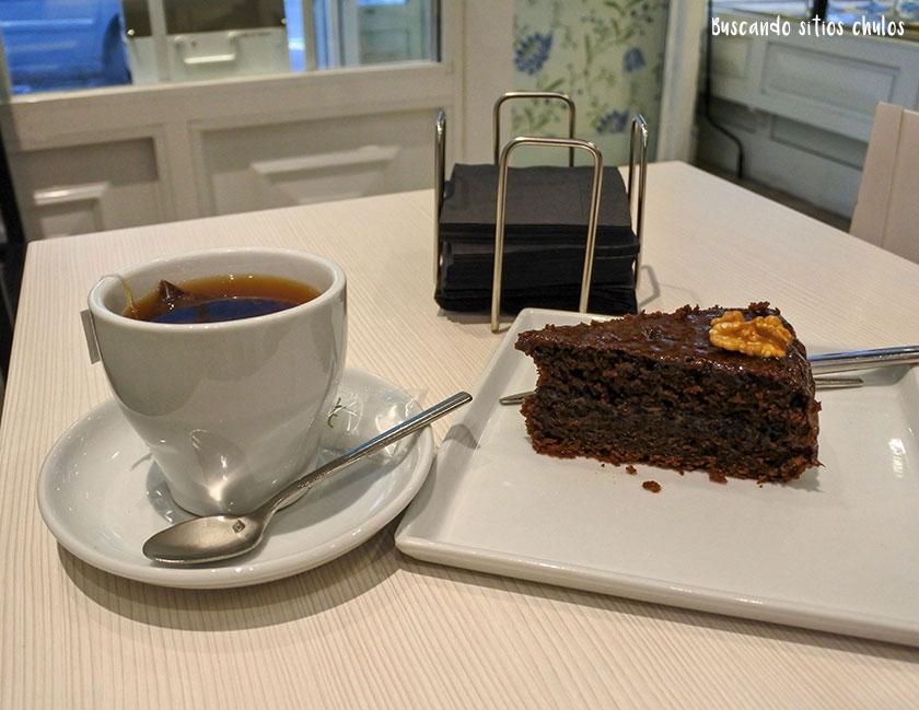 Infusión y tarta en Wiché Café Bakery