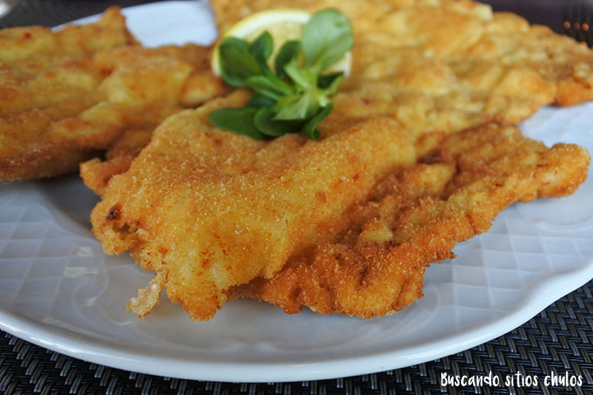 Schnitzel en Korzo Cafe & Restaurant