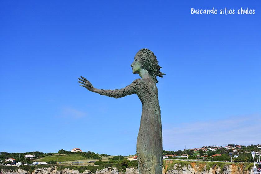 Escultura Madre del Emigrante en Gijón