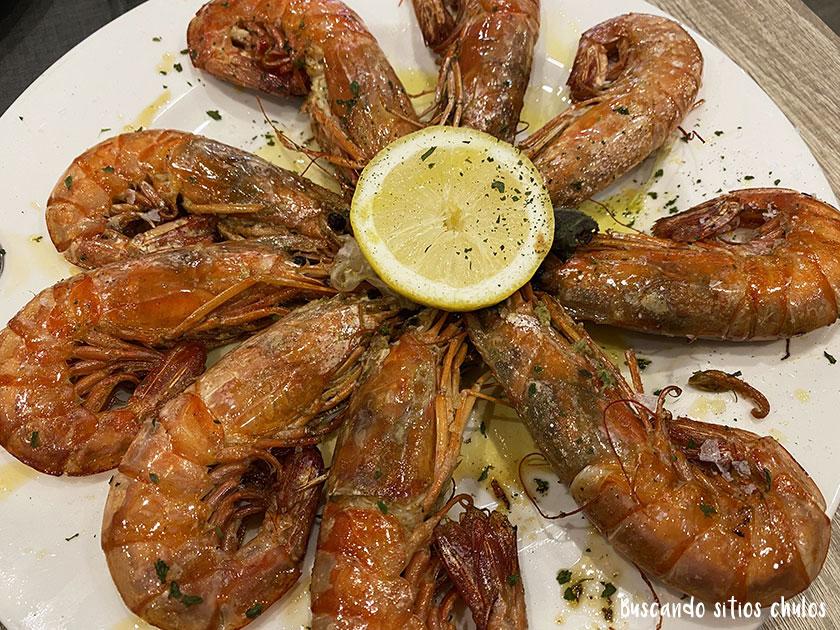 Langostinos a la plancha en el restaurante Perla Negra Luarca